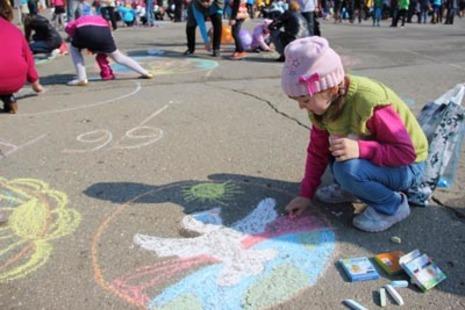 Детский праздник рисунки на асфальте детский праздник в европе сити мол